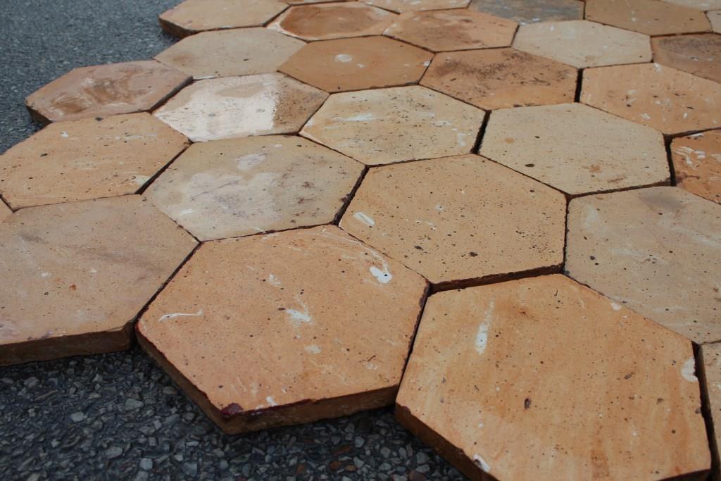 Carrelage ancien hexagonal en terre cuite for Carrelage ancien terre cuite