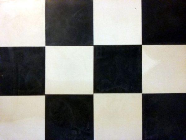 carreaux ciment damier noir et blanc