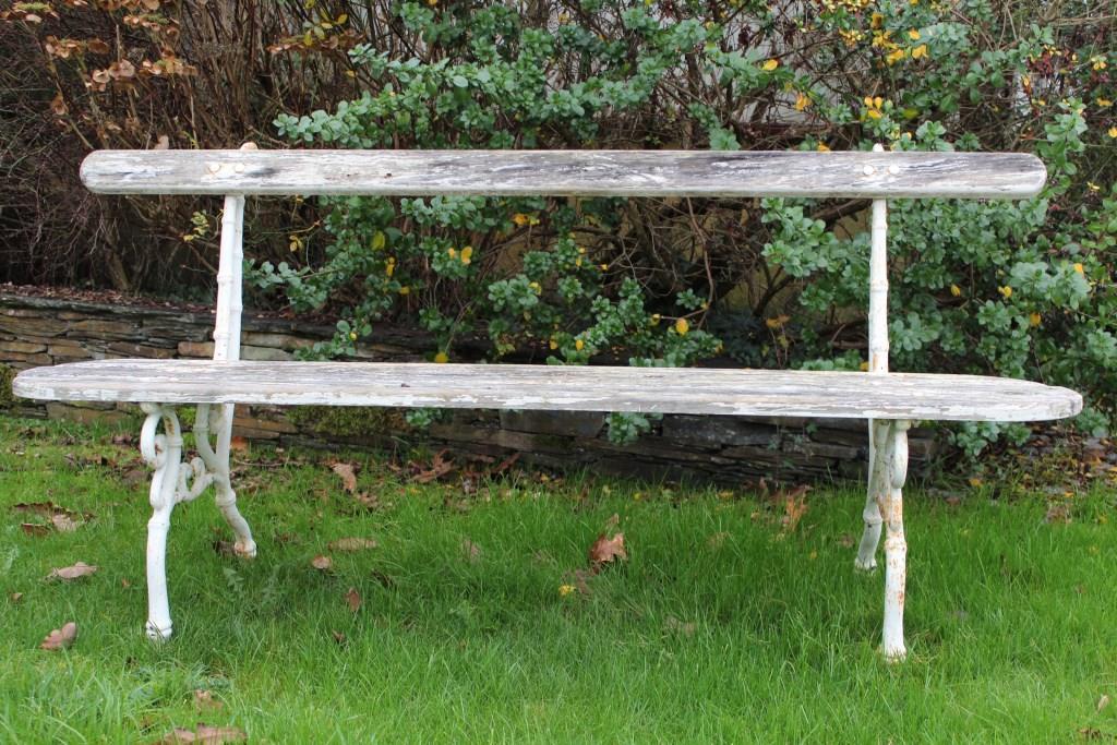 Banc de jardin ancien avec assise sapin et pietement en fonte for Banc de jardin fonte et bois