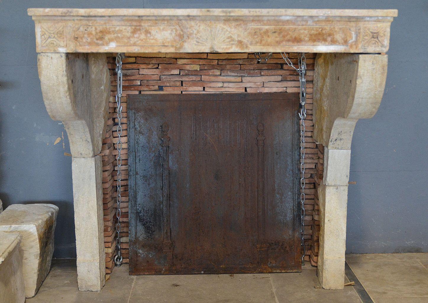 cheminee en pierre calcaire campagnarde. Black Bedroom Furniture Sets. Home Design Ideas