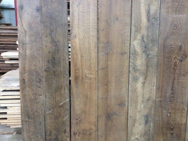 plancher ancien chêne avec une belle patine