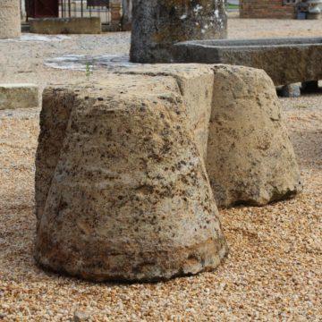 Chasse roue en pierre calcaire