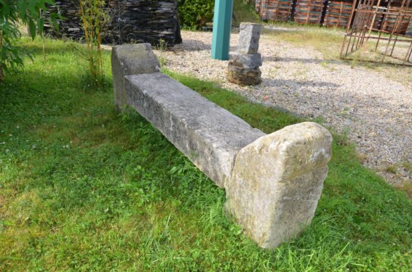 Banc en pierre ancienne