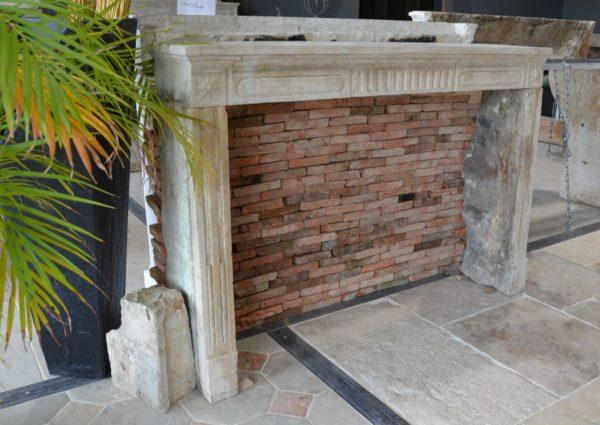 Cheminée ancienne pierre Louis XVI