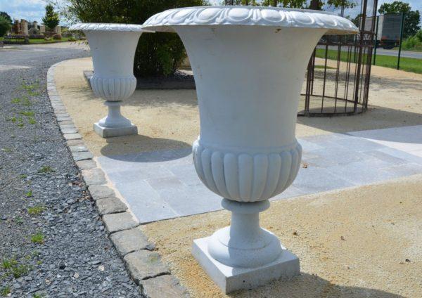 Vase Médicis en fonte blanc