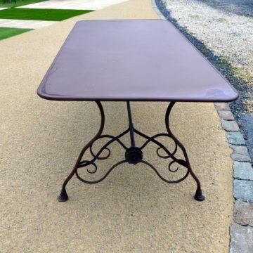 Table en métal couleur rouille