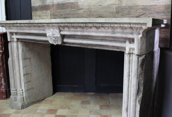 cheminée ancienne en grès style gothique