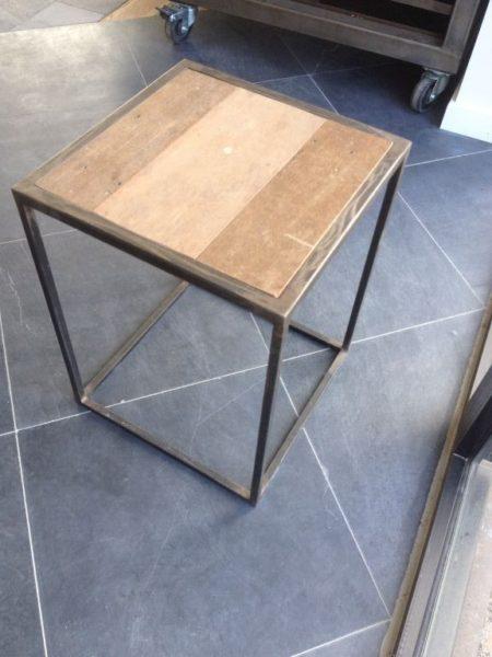 Table de chevet en fer forgé et plateau bois