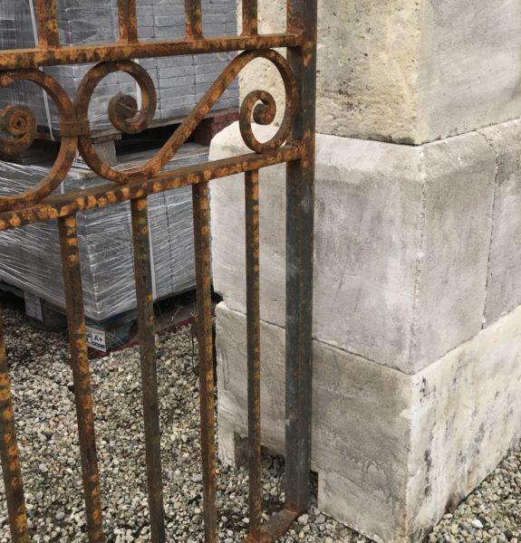 volute du portail en fer forgé