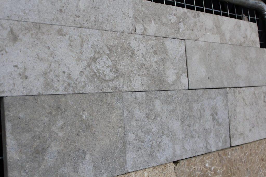 Parement en pierre naturelle gris int rieur ext rieur for Parement gris exterieur
