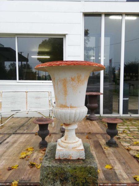 vase style medicis blanc en fonte