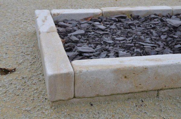 Bordure en pierre calcaire vieilli