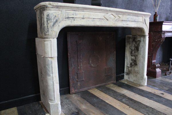 chemin e ancienne en pierre calcaire campagnarde style r gence. Black Bedroom Furniture Sets. Home Design Ideas