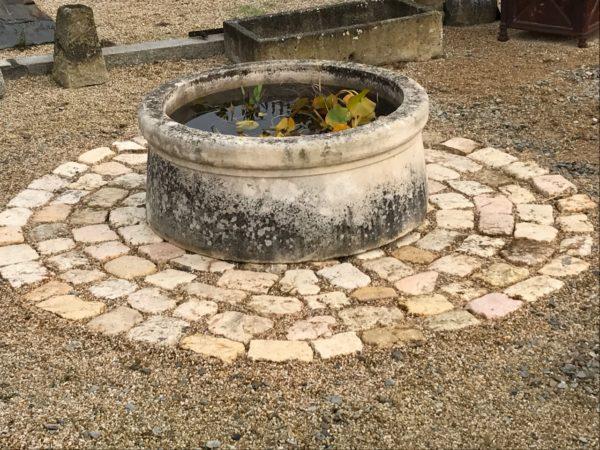 Bassin ancien en pierre