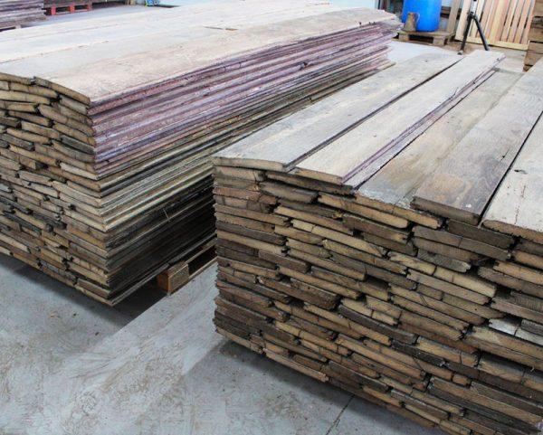 Palette en stock de plancher chene