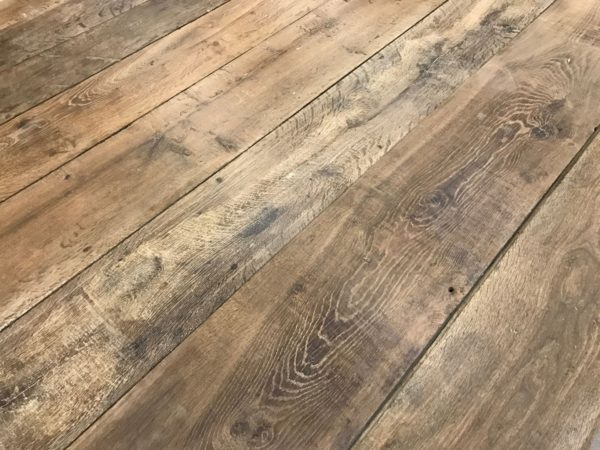 Plancher ancien en vieux chêne ciré