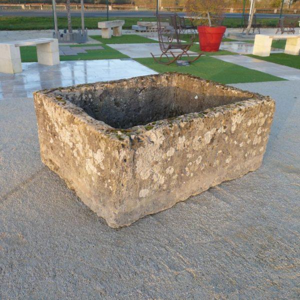 Bac rectangulaire en pierre ancienne