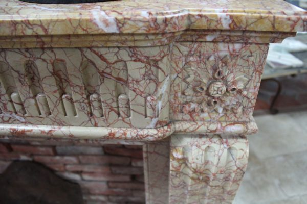 Cheminée ancienne en marbre Brocatelle