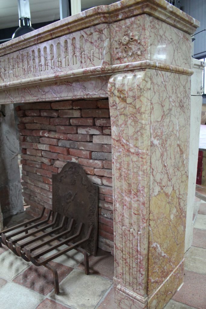 chemin e ancienne en marbre p che style louis xvi. Black Bedroom Furniture Sets. Home Design Ideas