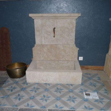 Fontaine en pierre - Bassin en pierre - Fontaine ancienne ...