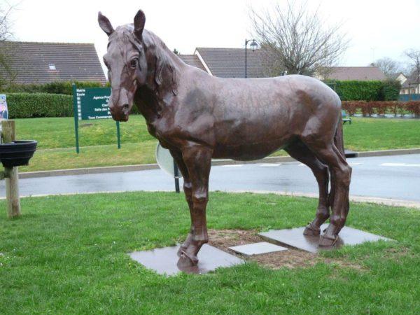 cheval taille réel en fonte