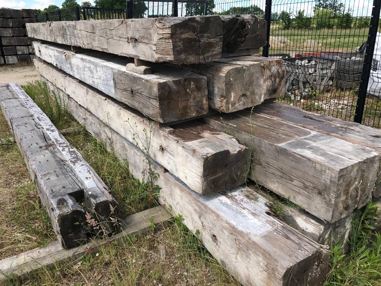 poutre ancienne en sapin bois ancien bca mat riaux anciens. Black Bedroom Furniture Sets. Home Design Ideas