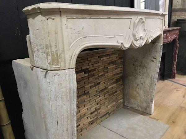 cheminée ancienne en pierre régence