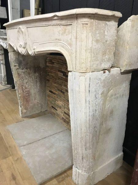 cheminée en pierre style régence