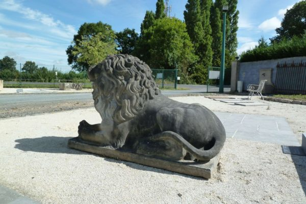 lion en pierre