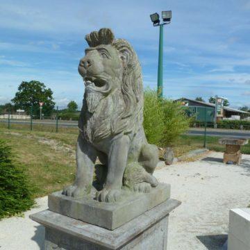statue lion en pierre