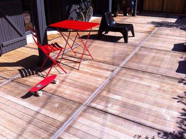 terrasse en panneau de bois ancien