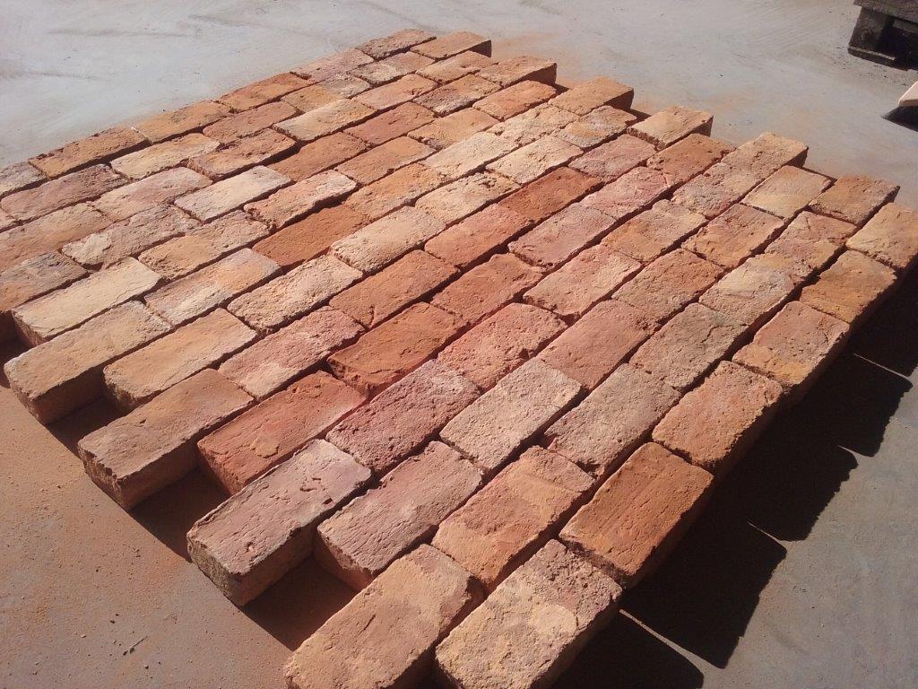 brique rouge ancienne vieille brique ancienne bca mat riaux anciens. Black Bedroom Furniture Sets. Home Design Ideas