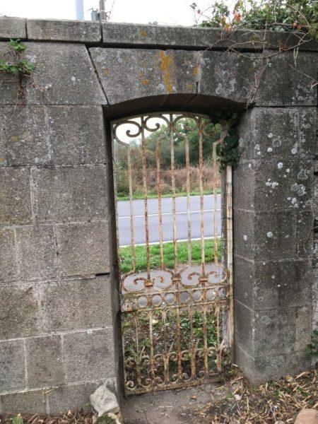 ancienne entrée de propriété
