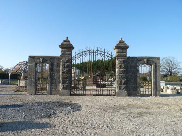 Portail ancien pour château