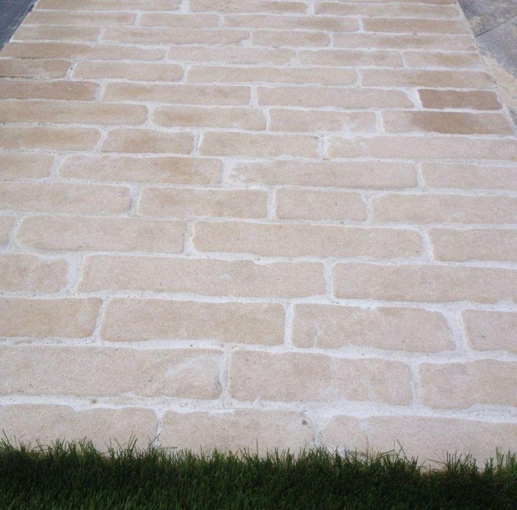 pav rectangulaire en pierre naturelle beige bca mat riaux anciens. Black Bedroom Furniture Sets. Home Design Ideas