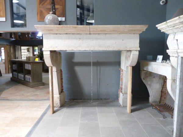 chemin e campagnarde en pierre hauteur 197 cm bca mat riaux. Black Bedroom Furniture Sets. Home Design Ideas