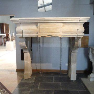 cheminée en pierre ancienne