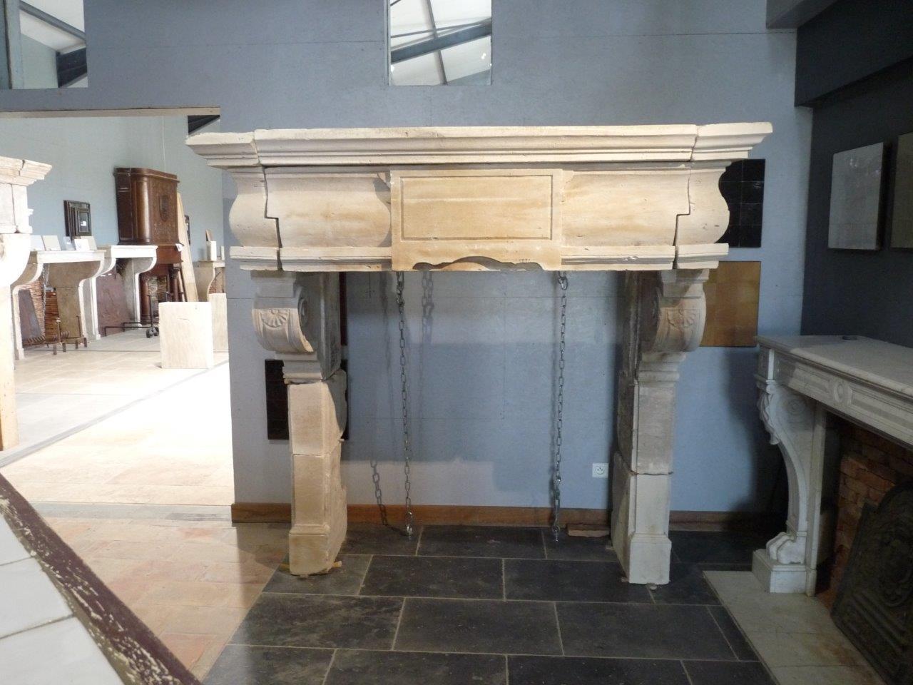manteau de chemin e ancienne en pierre bca mat riaux anciens. Black Bedroom Furniture Sets. Home Design Ideas
