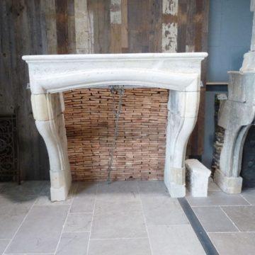 cheminée en pierre louis XIV