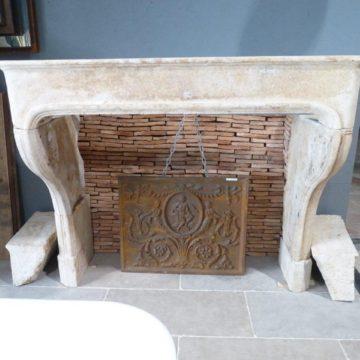 manteau cheminee pierre