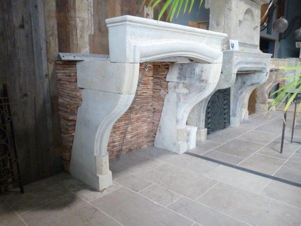 manteau de cheminée en pierre ancienne