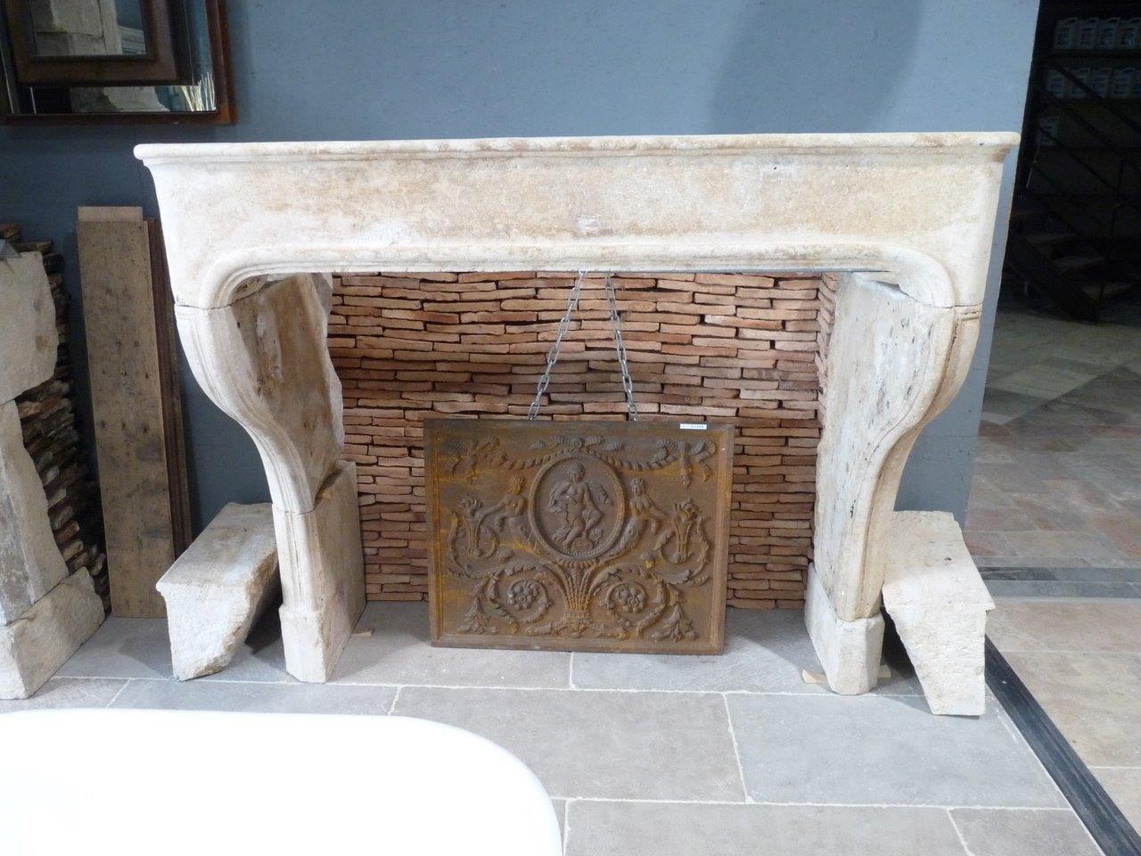 manteau de chemin e en pierre linteau droit bca mat riaux anciens. Black Bedroom Furniture Sets. Home Design Ideas