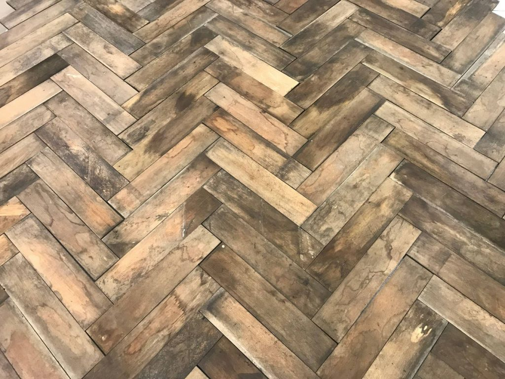 parquet ancien b ton rompu en h tre bca mat riaux anciens. Black Bedroom Furniture Sets. Home Design Ideas