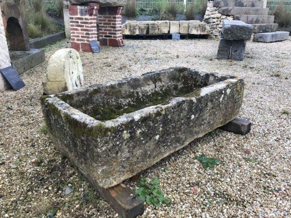 auge en pierre ancienne
