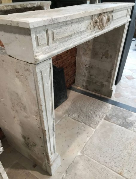 manteau de cheminée ancienne en pierre