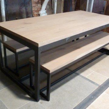 table de salon bois et métal avec les bancs