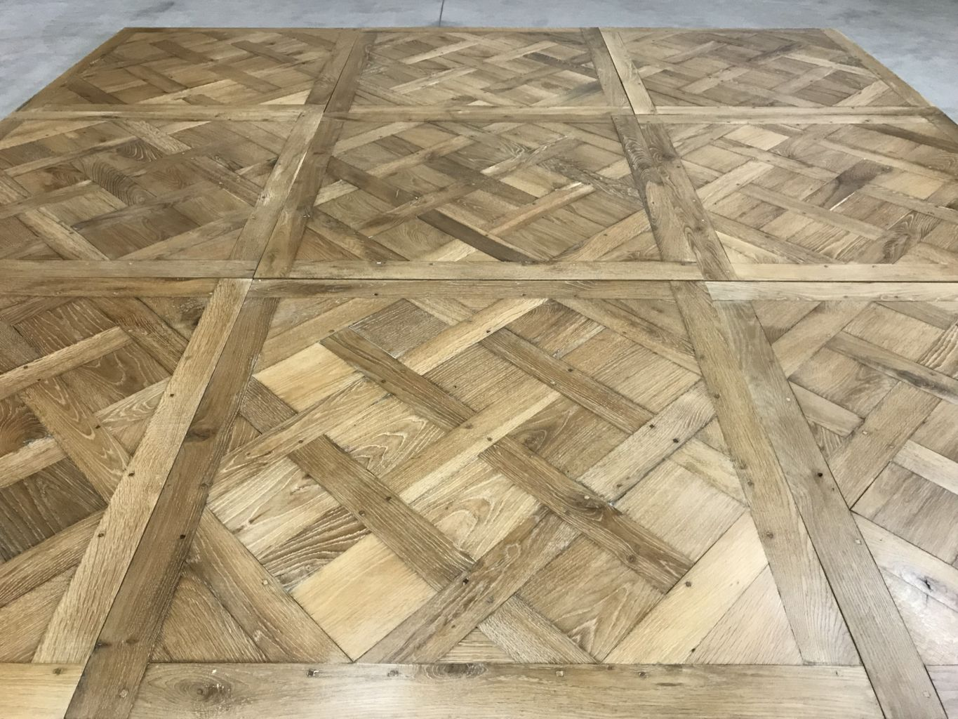parquet versailles en vieux ch ne 100x100 cm bca mat riaux anciens. Black Bedroom Furniture Sets. Home Design Ideas