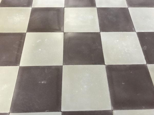 damier carreaux de ciment gris et violet