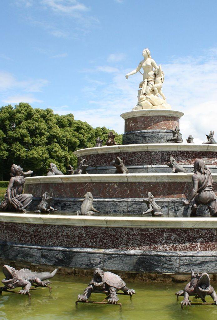 fontaine en pierre ancienne