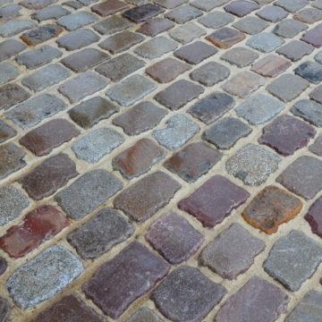 vieux pavés de rue en grès granit mélangé